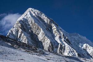 utsikt över pumori från kala patthar foto