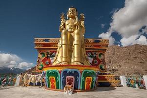 buddha staty i likir gompa