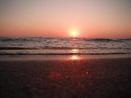 vacker solnedgång vid havet