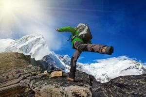 vandra i khumbu walley i himalaya bergen foto