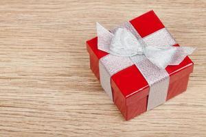 röd presentförpackning