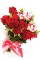 bukett från små röda rosor