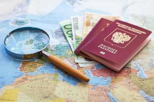 letar efter billiga resor foto
