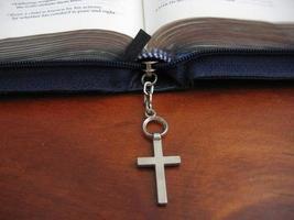 öppen bibel foto