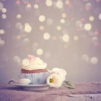 födelsedag muffins foto