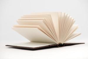öppen bok. foto
