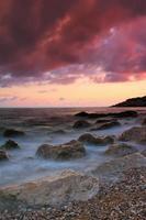 färgstark solnedgång på det tropiska havet