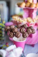 choklad cakepops på semester efterrätt bord på barn födelsedagsfest