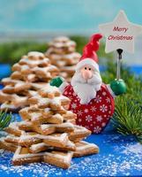 pepparkakor julgran och jultomten foto