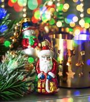juldekorationer med flerfärgade lampor foto
