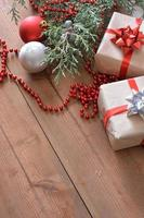 juldekorationer tillsammans med gåvor foto