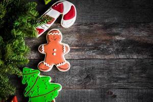 julkakor på rustik träbakgrund