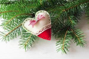 handgjord av filt på julgranen