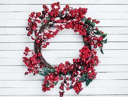 julkrans på en träbakgrund