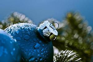 blå juldekorationer foto
