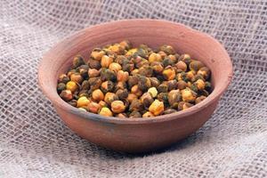 rostad gram eller kikärter i skål