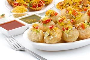 indisk traditionell hälsosam mat sev puri
