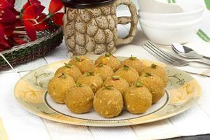 speciell traditionell indisk söt mat besan laddu foto