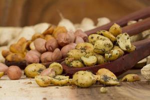 friska kryddiga jordnötter foto
