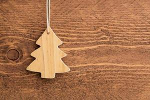 julgarnering på träbakgrund