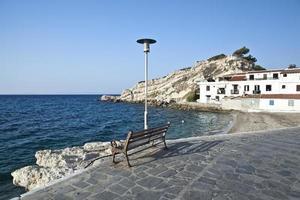 strand i staden Kokkari, Samos, Grekland