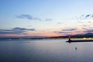 fyr av trevligt i Frankrike under en solnedgång
