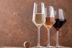 tre färger vin foto