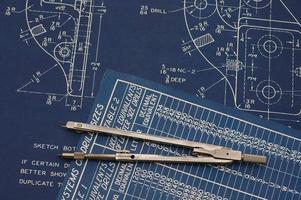 ritningar och kompass. foto