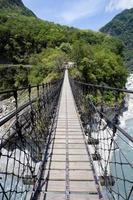 gångbro över taroko raviner, taiwan foto
