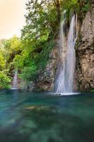 vattenfall i nationalparkens plitvicesjöar foto