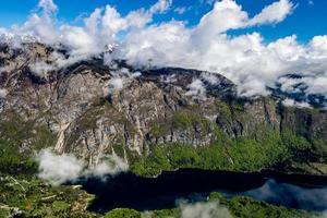 berg och sjö från triglav nationalpark foto