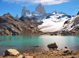 bergslandskap med mt fitz roy i patagonien, sydamerika foto