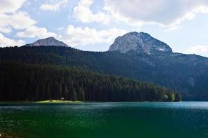 svart sjö. nationalpark i montenegro