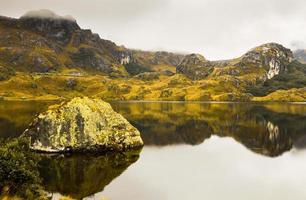 fantastiskt landskap i cajas nationalpark, ecuador. foto
