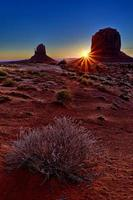 berömda monumentdal vid soluppgång