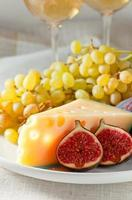 ost med frukt foto