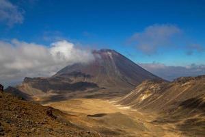 vulkan i ett rött land