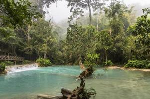 kuang si vattenfall i Laos foto