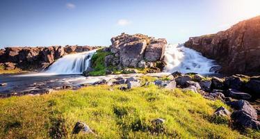 naturskönt vattenfall