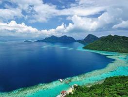 sabah borneo vacker utsikt över tun sakaran marinpark