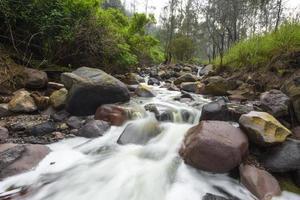 vattenfall nära Ijen-kratern, Mount Ijen, East Java, Indonesien.