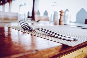 två gafflar i rostfritt stål foto