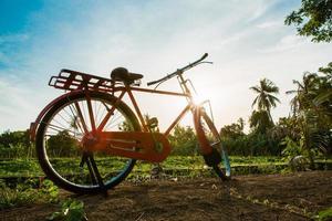 röd cykel.