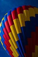 varmluftsballong röd gul blå färgglada new mexico foto