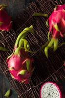 rå organisk drakefrukt foto