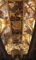 santa maria trevio kyrkan kronmålade tak altare rom italien