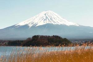 kawaguchiko sjö med fuji berg bakgrund