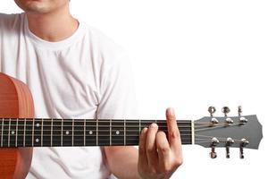 musiker spela akustisk gitarr foto