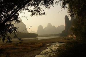 Yu långa flodlandskap i Yangshuo, Guilin, Guanxi-provinsen, Kina