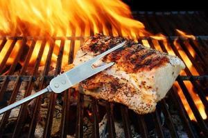 grillad fläskkött, gaffel och grilllågor, xxxl foto